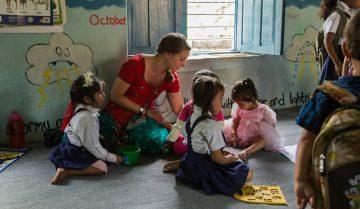 bénévolat avec des enfants au Cambodge